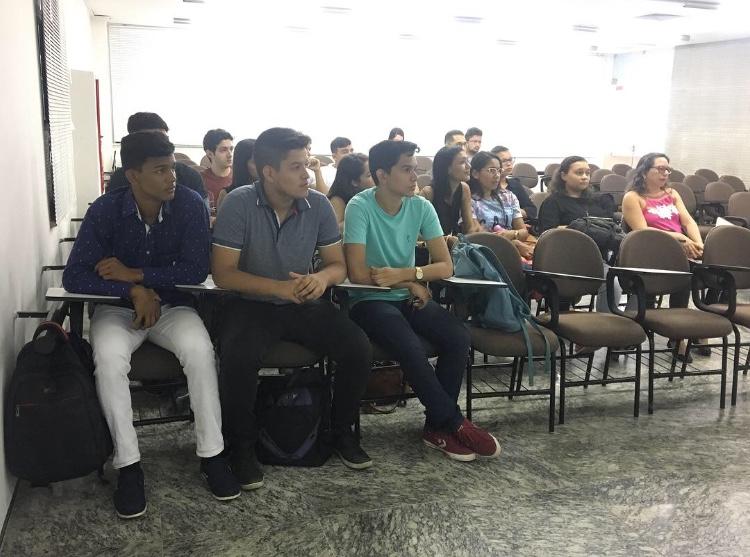 Alunos do Centro Universitário Estácio do Ceará visitam a sede do CRC/CE