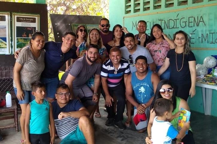 CRCCE entrega presentes de natal para tribo indígena em Aquiraz