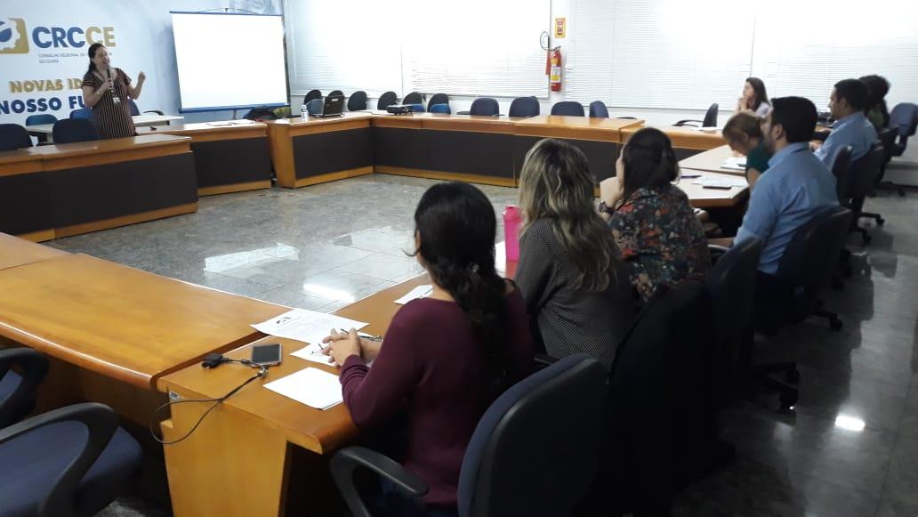 Servidores do CRCCE recebem treinamento do CFC sobre gestão de documentos